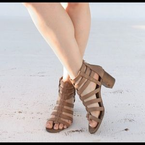 BCBG block heeled sandal, size 7.5